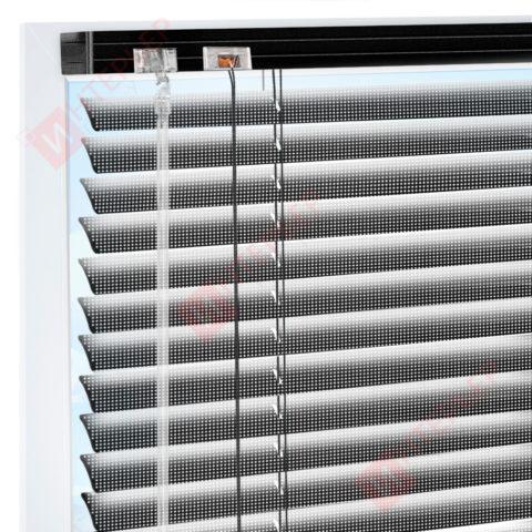 Горизонтальные перфорированные алюминиевые жалюзи на пластиковые окна - цвет черный