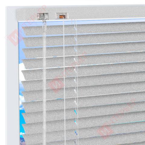Горизонтальные алюминиевые жалюзи на пластиковые окна - цвет бело-алюминиевый