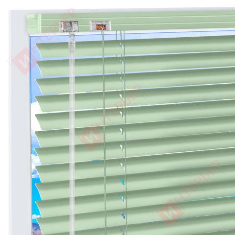 Горизонтальные алюминиевые жалюзи на пластиковые окна - цвет бледно-зеленый