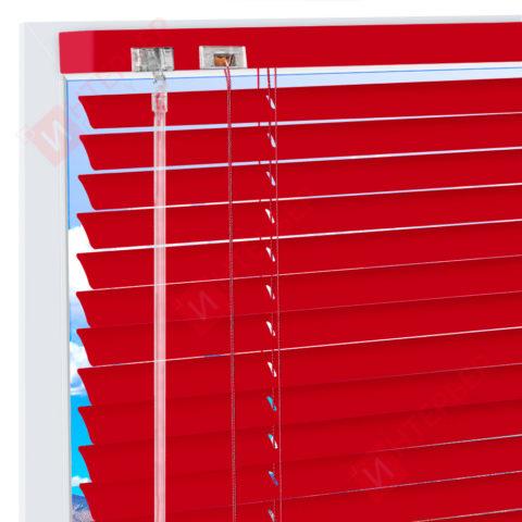 Горизонтальные алюминиевые жалюзи на пластиковые окна - цвет транспортно-красный